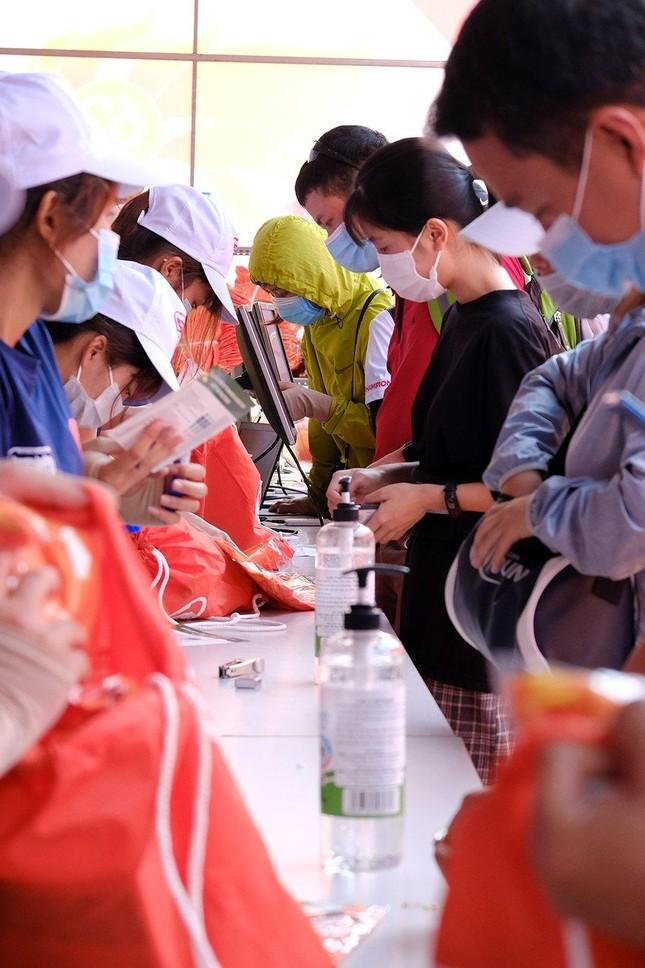 Tiền Phong Marathon 2021: Quảng trường Đại Đoàn Kết sôi động trước giờ G ảnh 3