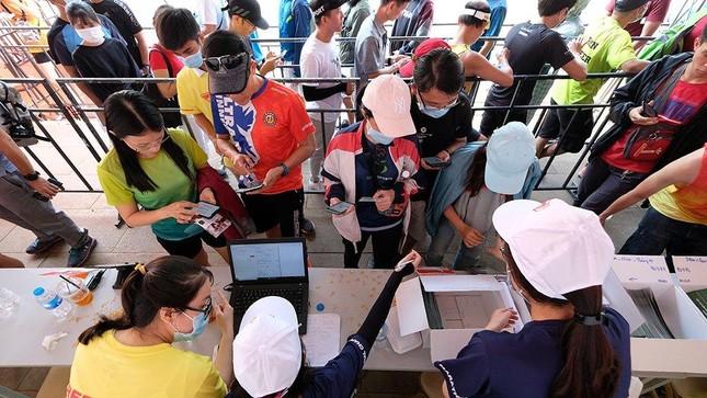 Tiền Phong Marathon 2021: Quảng trường Đại Đoàn Kết sôi động trước giờ G ảnh 5