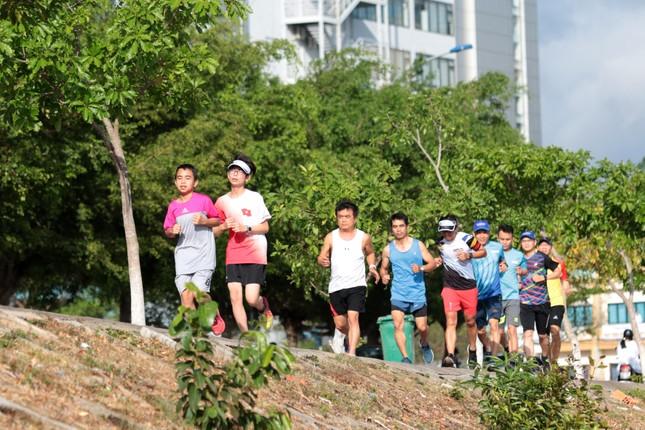 Nhóm chạy Kon Tum 3 thế hệ nóng lòng chinh phục Tiền Phong Marathon 2021 ảnh 1