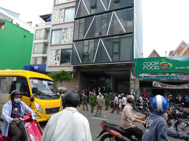 Hàng trăm người 'bao vây' công ty ở Sài Gòn đòi tiền góp vốn ảnh 1