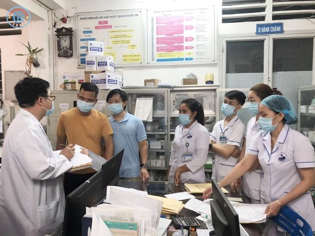 Những bác sĩ chống dịch Covid-19 xuyên đêm ảnh 1