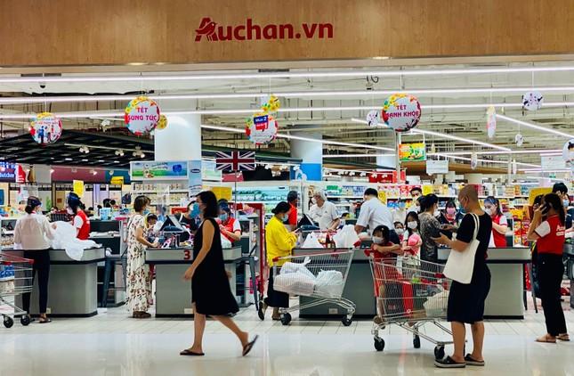 Siêu thị ở Sài Gòn ken cứng người đi sắm Tết ảnh 1