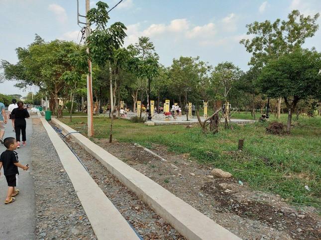 Cận cảnh công viên Văn hóa đầu tư gần 100 tỷ đồng thành 'cánh đồng hoang' ảnh 2