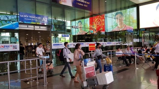 Cận cảnh hành khách, tiếp viên trên máy bay thời dịch bệnh corona ảnh 5