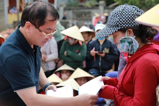 Trao 600 suất quà cho người dân vùng rốn lũ Quảng Bình ảnh 1