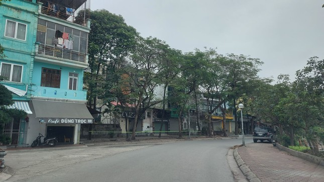 Quán ăn đường phố, trà đá, cà phê vỉa hè Hà Nội đồng loạt 'đắp chiếu' ảnh 4