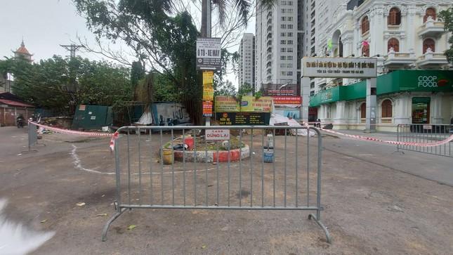 Quán ăn đường phố, trà đá, cà phê vỉa hè Hà Nội đồng loạt 'đắp chiếu' ảnh 2