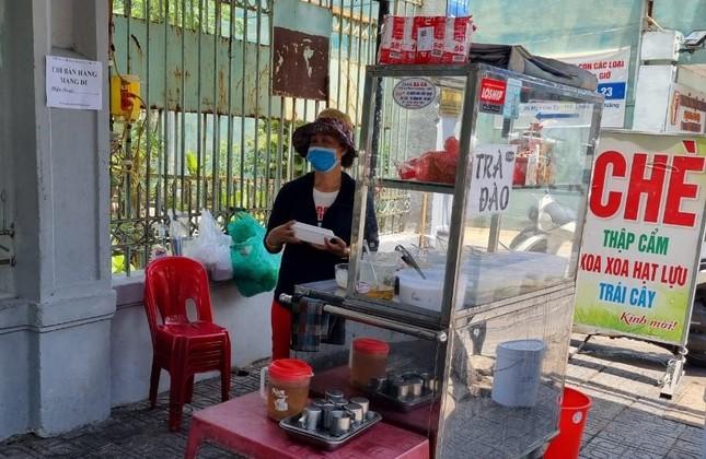 Hàng quán Đà Nẵng 'dọn sạch bách' bàn ghế, treo biển chỉ bán mang về ảnh 10