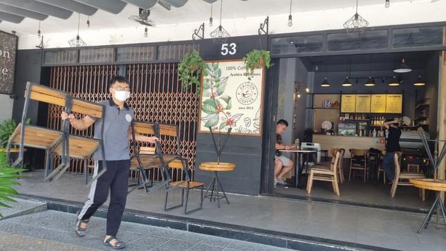 Hàng quán Đà Nẵng 'dọn sạch bách' bàn ghế, treo biển chỉ bán mang về ảnh 1