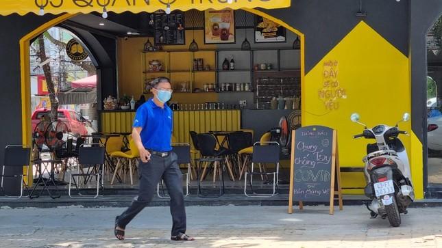 Hàng quán Đà Nẵng 'dọn sạch bách' bàn ghế, treo biển chỉ bán mang về ảnh 3