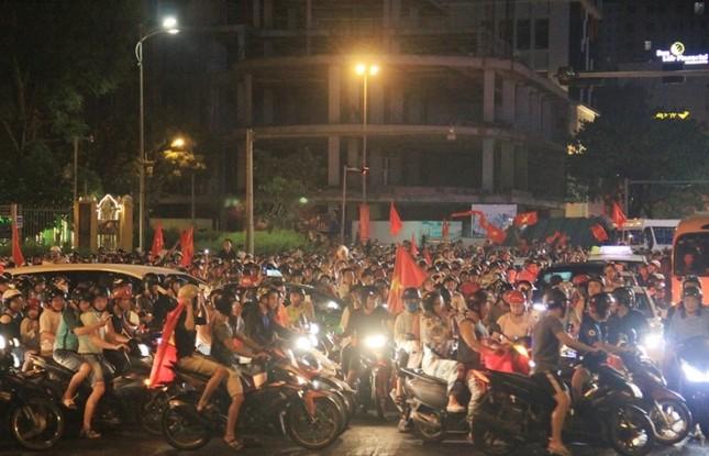 Đà thành đêm trắng ăn mừng Olympic Việt Nam ảnh 2