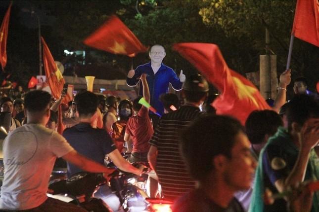 Đà thành đêm trắng ăn mừng Olympic Việt Nam ảnh 3