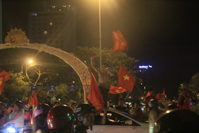 Đà thành đêm trắng ăn mừng Olympic Việt Nam ảnh 5