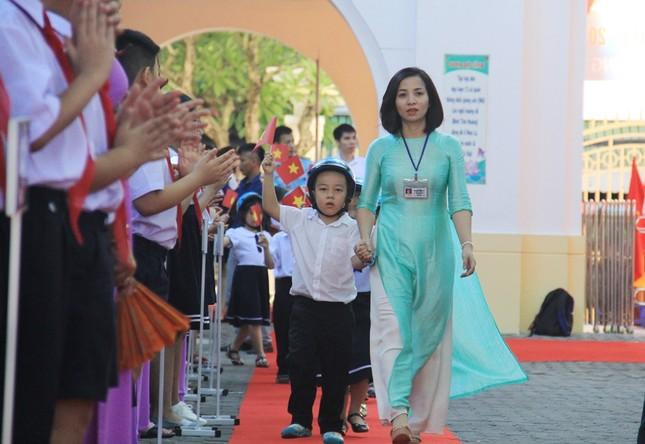 Phó Thủ tướng đánh trống khai giảng ở ngôi trường 128 tuổi ảnh 2