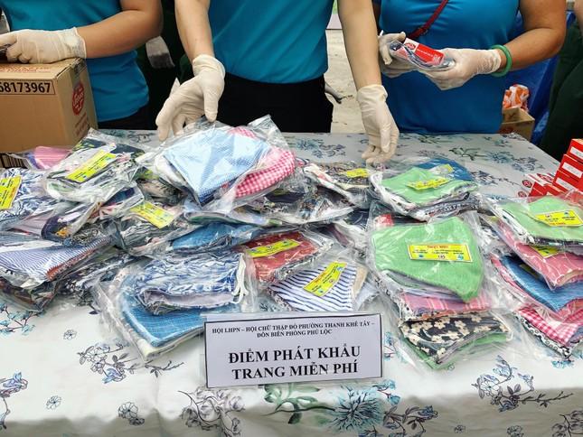 Phụ nữ phường may khẩu trang miễn phí giúp dân phòng chống dịch ảnh 5