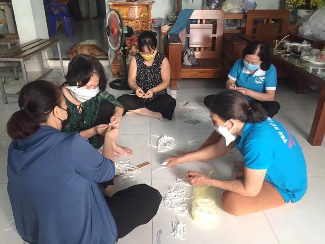 Phụ nữ phường may khẩu trang miễn phí giúp dân phòng chống dịch ảnh 3