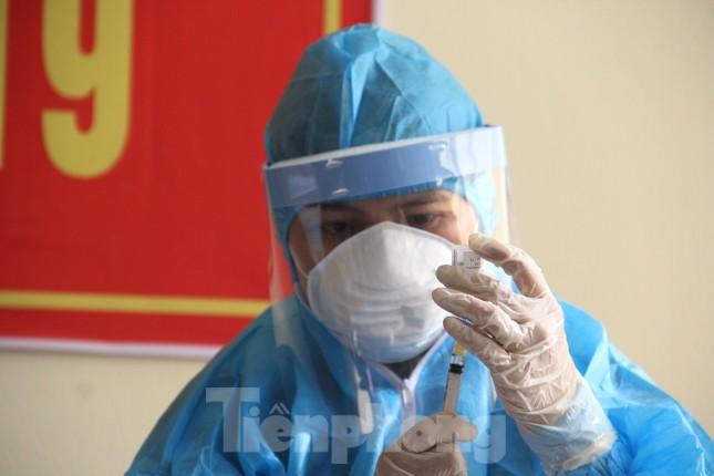 Đà Nẵng: Những nhân viên y tế đầu tiên được tiêm vắc-xin ngừa COVID-19 ảnh 4