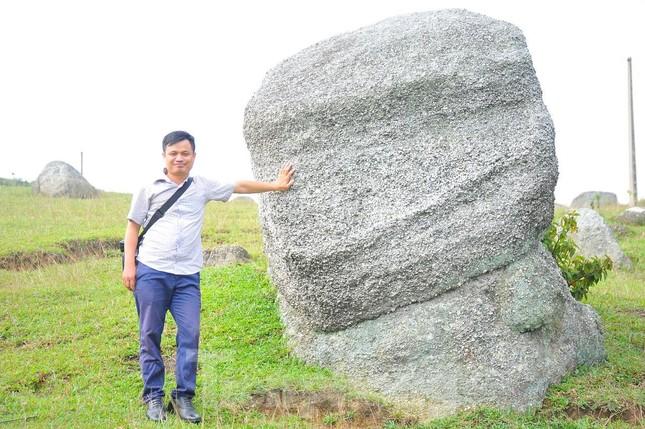 Mê mẩn vẻ đẹp thảo nguyên xanh mướt với những khối đá kỳ lạ ở Bắc Giang ảnh 4