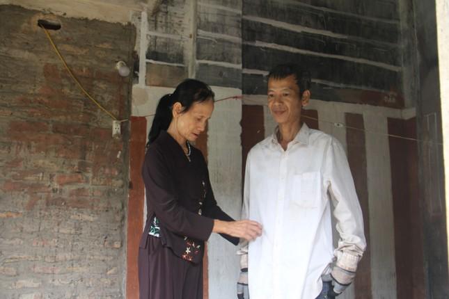 Bà mẹ 73 tuổi nuôi con tâm thần làm đơn xin ra khỏi hộ nghèo ảnh 1