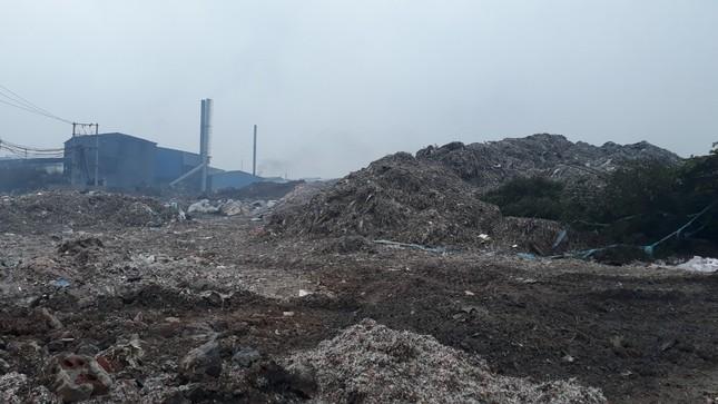 Cảnh dòng sông Ngũ Huyện Khê ô nhiễm như bãi sình lầy đổ ra sông Cầu ảnh 10
