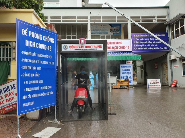 Bắc Giang lắp cổng khử khuẩn chống Covid -19 tại các bệnh viện ảnh 3