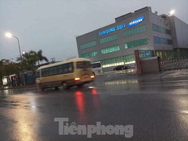 Nam công nhân Samsung mắc COVID-19 ho, cảm giác sốt vẫn đi làm trong 1 tuần ảnh 1