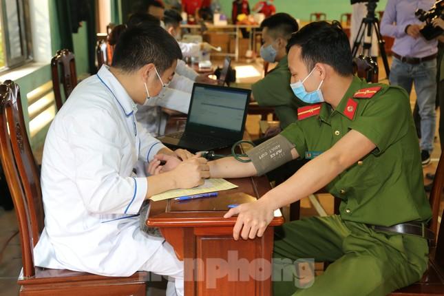 Hơn 200 chiến sĩ Công an tỉnh Bắc Ninh hưởng ướng lời kêu gọi hiến máu cứu người ảnh 3