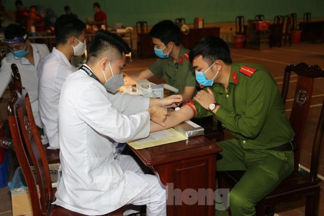 Hơn 200 chiến sĩ Công an tỉnh Bắc Ninh hưởng ướng lời kêu gọi hiến máu cứu người ảnh 5
