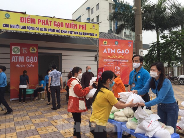 Cây ATM gạo đến với người nghèo và công nhân ở Bắc Ninh ảnh 1