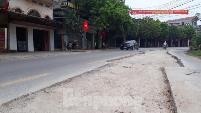 Tỉnh Bắc Giang yêu cầu kiểm tra đường mới cải tạo tốn 16 tỷ đồng đã nát bươm ảnh 1