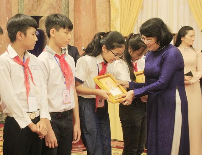 130 đại biểu Cháu ngoan Bác Hồ tỉnh Bắc Giang về Hà Nội báo công dâng Bác ảnh 2