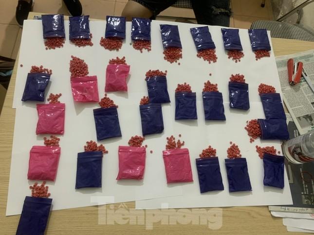 Bắt 2 đối tượng vận chuyển 5.600 viên ma túy tổng hợp từ Hà Nội về Bắc Ninh ảnh 1