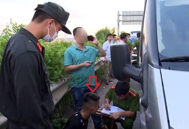 Khởi tố vụ án, khởi tố bị can đối với chủ và lái xe ô tô tông cảnh sát cơ động Bắc Giang ảnh 1