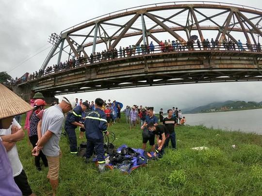 Tài xế lao xuống sông cứu cô gái bị ngã, cả 2 người cùng tử vong ảnh 1