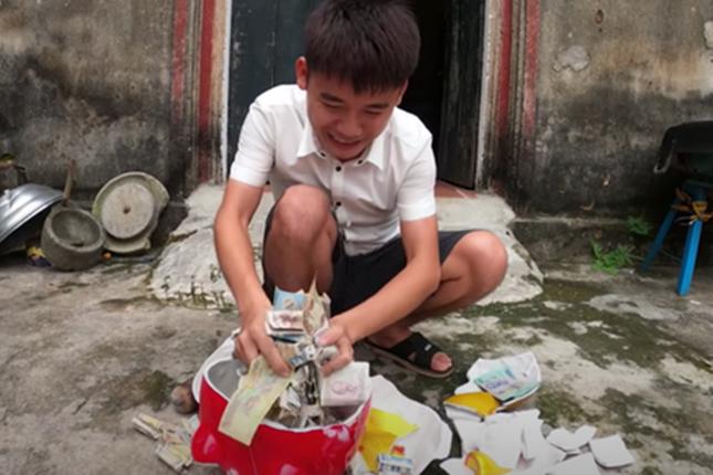 Sở TT&TT Bắc Giang vào cuộc vụ con trai bà Tân Vlog đăng clip trộm tiền heo đất ảnh 1
