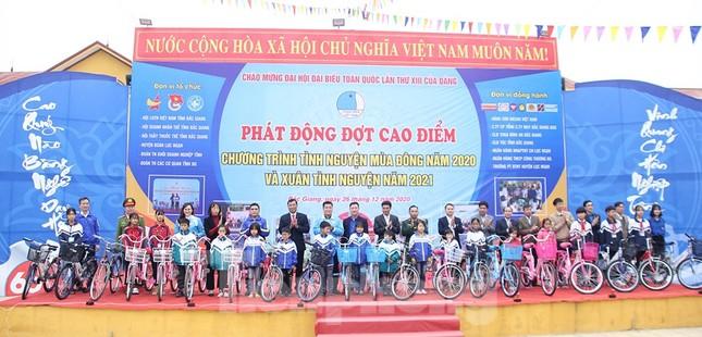 Thanh niên Bắc Giang đồng hành cùng thiếu nhi khó khăn trong mùa Đông và mùa Xuân ảnh 1