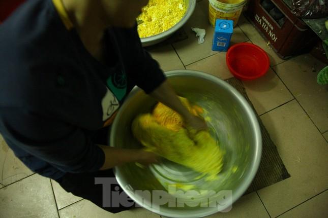 Làng nghề bánh phu thê ngon nức tiếng Bắc Ninh hối hả vào vụ Tết ảnh 4