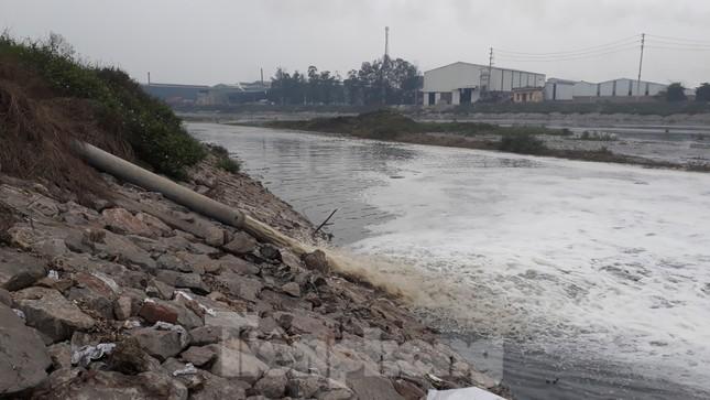 Yêu cầu xử lý tổ chức, cá nhân gây ô nhiễm nguồn nước sông Cầu ảnh 1