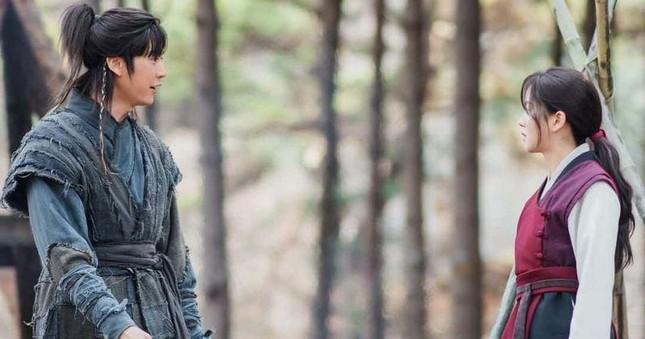 """Nhà sản xuất """"Sông Đón Trăng Lên"""" buộc Ji Soo phải bồi thường thiệt hại do scandal ảnh 3"""