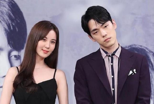 """Chưa kịp về """"cùng nhà"""" với Seo Ji Hye, Kim Jung Hyun đã bị công ty quản lý kiện ảnh 3"""