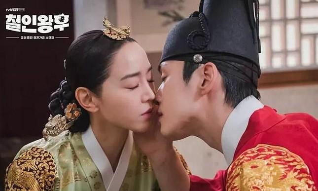 """""""Hoàng thượng"""" Kim Jung Hyun giờ đã là hoa có chủ, tiếc rằng không phải """"Mr. Queen"""" ảnh 6"""