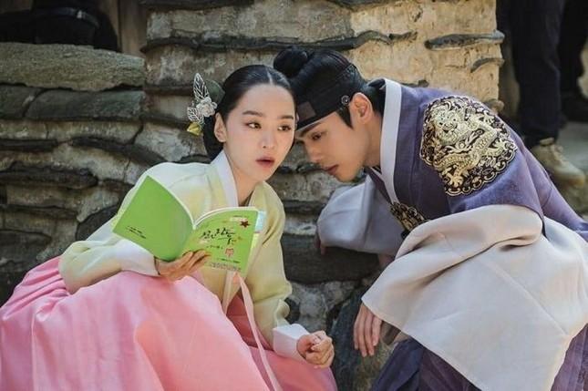 """""""Hoàng thượng"""" Kim Jung Hyun giờ đã là hoa có chủ, tiếc rằng không phải """"Mr. Queen"""" ảnh 4"""