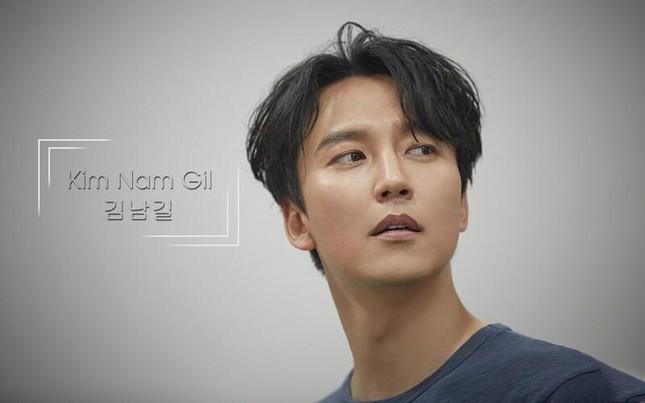 """""""Điên nữ"""" Seo Ye Ji rút khỏi dự án """"Island"""" đóng cùng Kim Nam Gil ngay giữa scandal ảnh 2"""