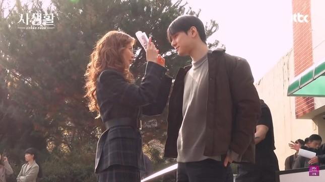 """Quên Kim Jung Hyun đi, xem """"Private Lives"""" để thấy SeoHyun từng được cưng chiều thế nào! ảnh 2"""