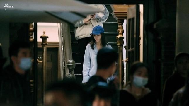 Dương Mịch được khen hết lời khi cúi gập người xin lỗi đạo diễn vì đến muộn ảnh 3