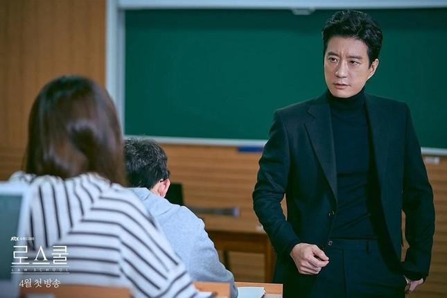 """3 lý do khiến """"Law School"""" của trai đẹp Kim Bum lọt Top 10 Netflix Việt Nam ảnh 3"""
