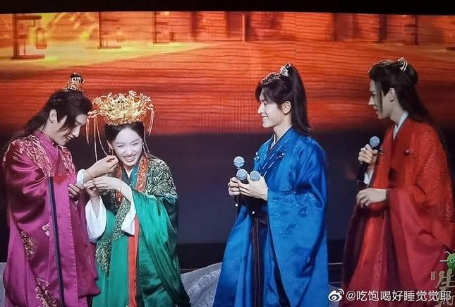 """""""Sơn Hà Lệnh"""" khép lại bằng đêm concert đáng nhớ, nhưng phim """"Lưu Ly"""" lại bị nhắc tên ảnh 2"""