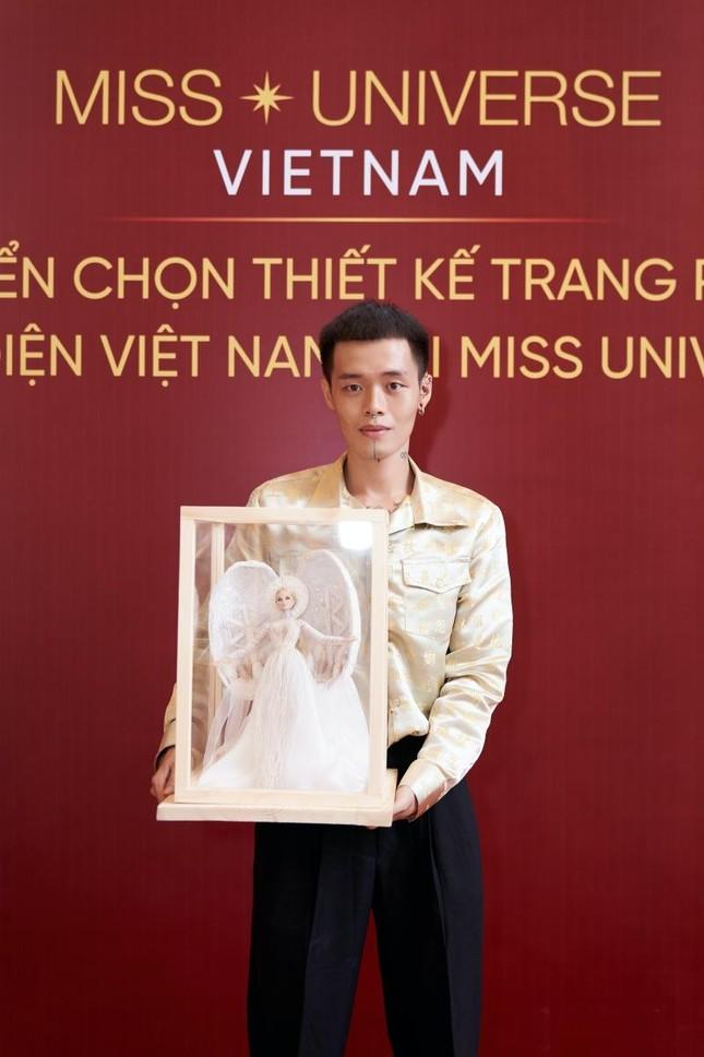 Quốc phục của Khánh Vân tại Miss Universe: Thiết kế phức tạp nhưng màu sắc kém nổi bật ảnh 4