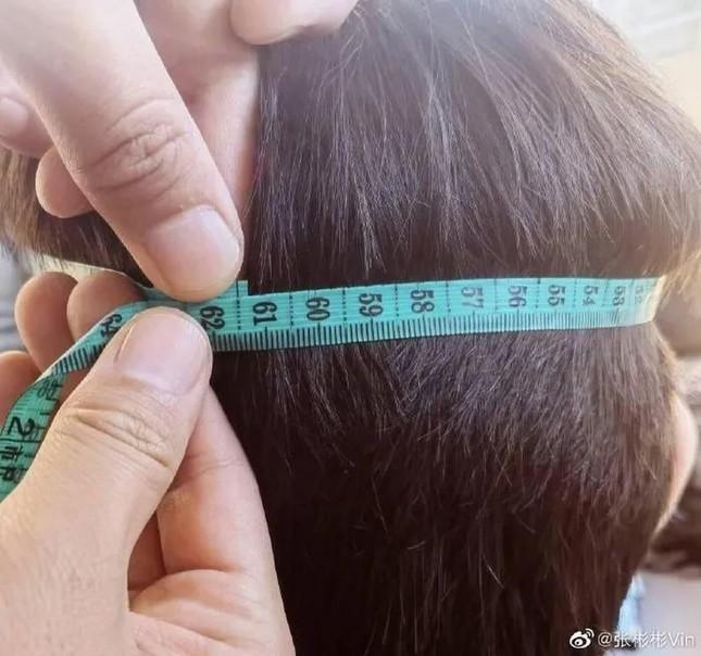 Nam thần La Vân Hi khiến netizen choáng váng với kỷ lục vòng eo chuẩn của các siêu mẫu nữ ảnh 2