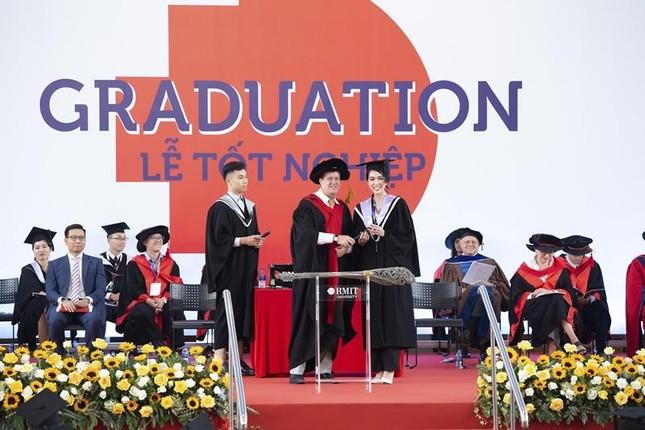 """Á hậu Phương Anh xứng danh """"con nhà người ta"""" với số điểm tốt nghiệp ĐH cao nhất ngành ảnh 3"""